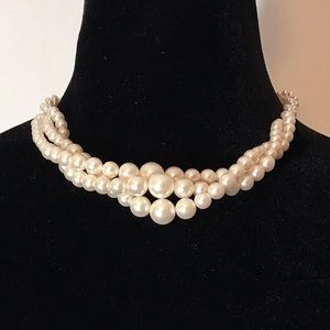 Necklace twisted 3 strand graduated faux pearls.